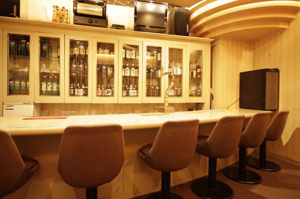 Bar エリー - 店内 カウンター
