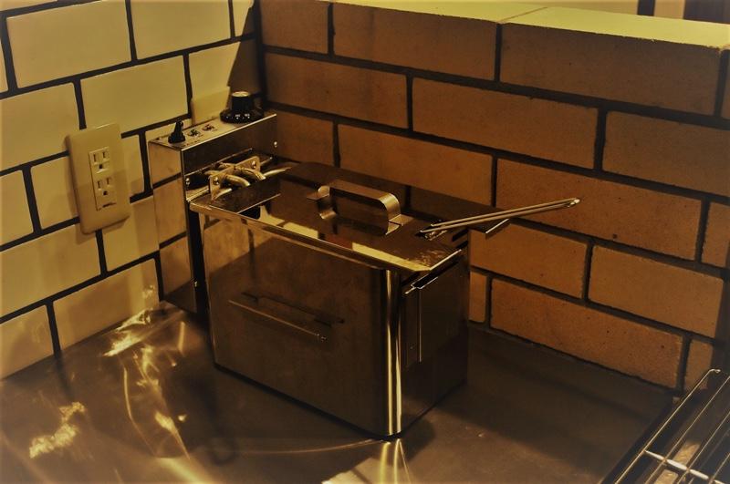 ジョイフル酒肴小路 新装企画店舗 401号室 − 電気フライヤー