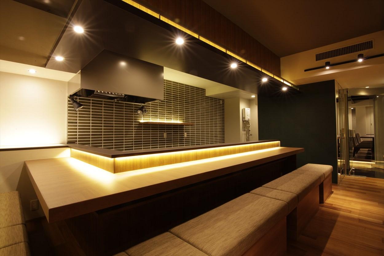 ジョイフル酒肴小路 新装企画店舗 204号室 − 店内カウンター