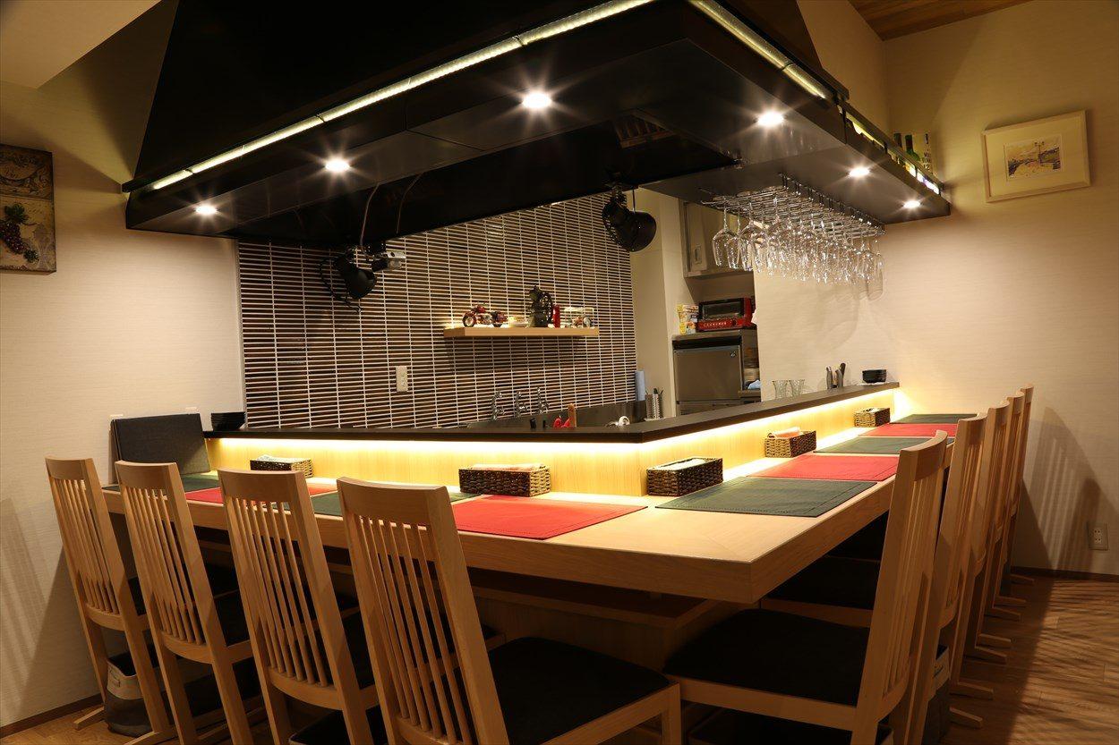 Wine酒場 La-storia(ラ・ストーリア) − 店内 カウンター